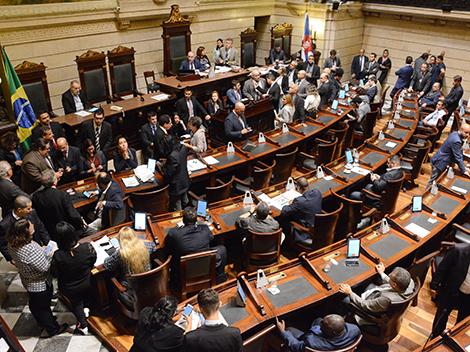 Sessão Legislativa (18): Grande Expediente e Votações