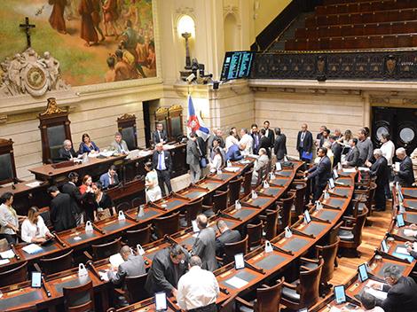 Sessão Legislativa (23): Grande Expediente e votações
