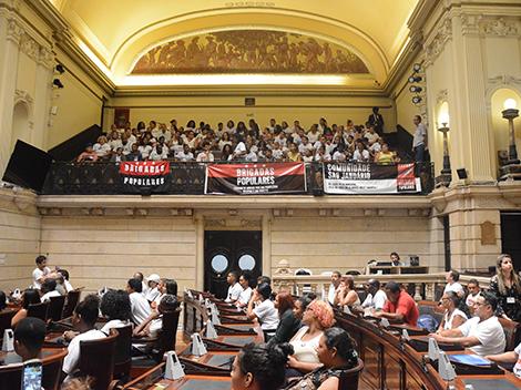 Moradores que ocupam São Januário querem reunião com Prefeitura