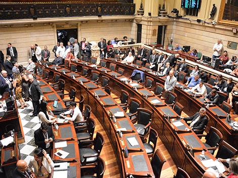 Sessão Legislativa (14): Grande Expediente e Votações