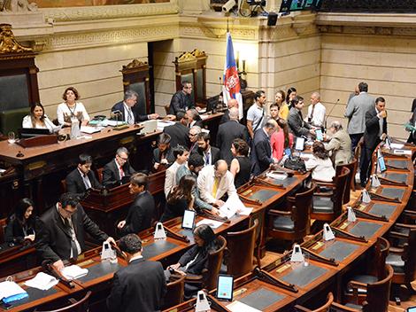 Sessão Ordinária (12): Grande Expediente e Votações