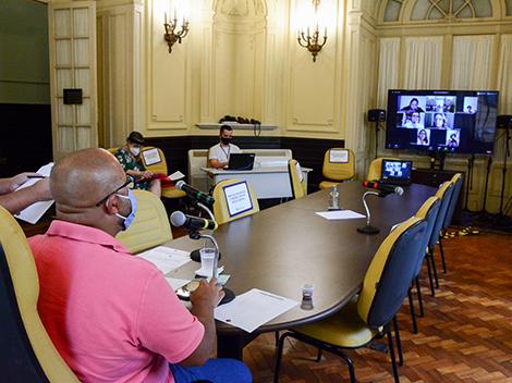 Sociedade civil debate com parlamentares retorno às aulas presenciais